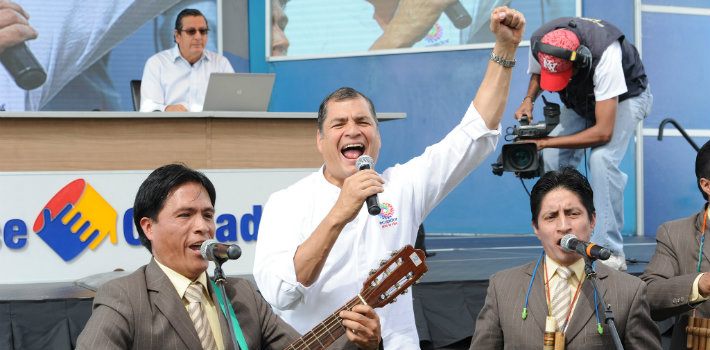 Ecuadorian President Rafael Correa on his TV show, Citizen Link (Enlace Ciudadano)