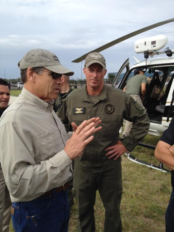 Rick Perry talks to a National Guard soldier in the Rio Grande Valley