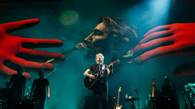 Roger Waters Tour 2019 Roger Waters Stands with Nicolas Maduro, Praises Venezuela's