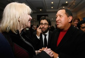 Maximillien Sánchez Arvelaiz & Hugo Chavez meeting Courtney Love. (Panfletonegro)