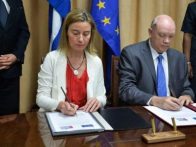 High Representative of the European Union for Foreign Affairs and Security Policy and Vice President of the European Commission, Federica Mogherini (2-L) signs bilateral agreements with Cuban Minister for External Trade and Foreign Investment Rodrigo Malmierca (2-R) at the Ministry of Foreign Trade in Havana, on March 24, 2015. Mogherini is in Cuba in an official visit.
