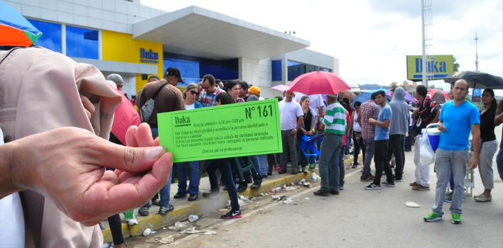 Datanálisis calculates that 65 percent of those waiting in line for price-regulated goods in Venezuela plan to sell them on.