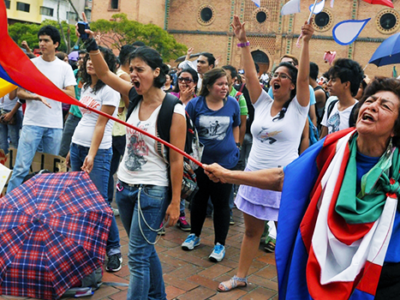 featured-colombia-teacher-protest