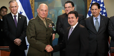 US General John Kelly, in charge of millitary operations in Latin America, with Juan Orlando Hernández, president of Honduras.