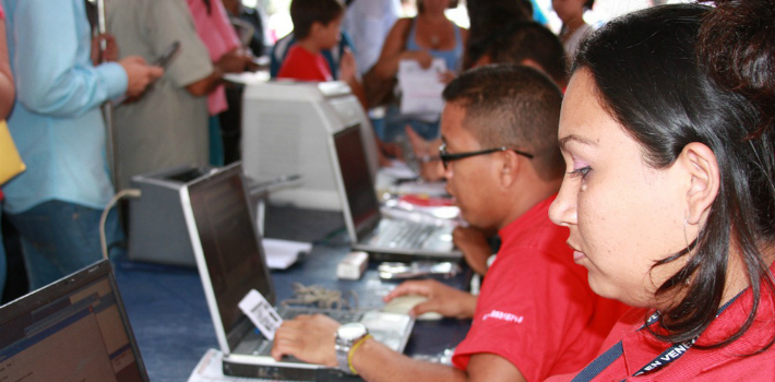 Chavista supporters allegedly set up an illegal ID center to issue fake documents and sway the vote in Mérida.