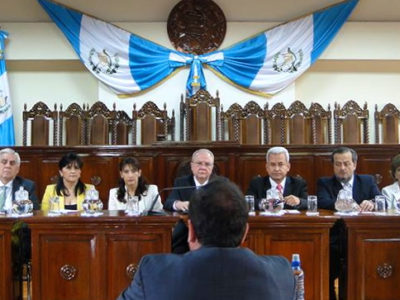 Civil-society organizations present their concerns to the Constitutional Court over select process for the nation's Supreme Court and Appeals Court. (CICIG Facebook)