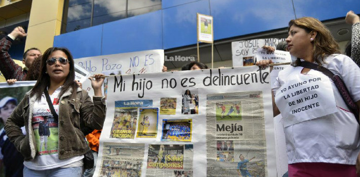 The family members of the detained student protesters in Ecuador demand they be freed.