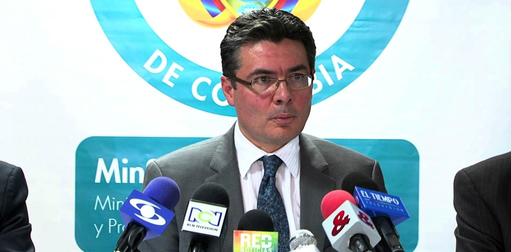 Despite his formal training in economics, Alejandro Gaviria still touts price controls as a medicine for Colombia, to the detriment of citizens. (MinSaludCol / YouTube)