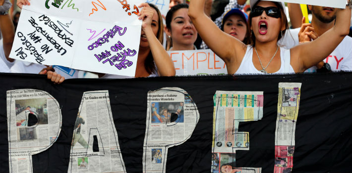 Five Venezuelan newspapers are about to close its doors due to the lack of paper.