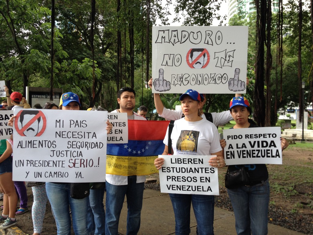 Venezuelans displayed signs with messages against President Nicolás Maduro and the violence, scarcity of basic goods, and imprisonment of student demonstrators in their country