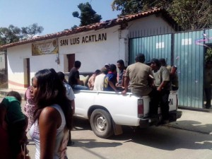 Members of the CRAC community police at Igualapa clashed with state police officers (Agencias ACG)