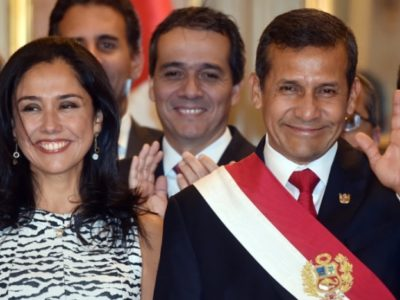 Peru's First Couple, Nadine Heredia and President Ollanta Humala arrive to participate in the swearing in ceremony of the ministerial staff at the Golden Salon in the presidential Palace in Lima on April 2, 2015. Eighteen ministers, 3 new and 15 ratified in their posts, took the oath after outgoing Prime Minister Ana Jara was sacked by Congress over alleged spying charges by the National Investigation Directorate (DINI) under her, causing the biggest crisis in the Humala government's final year in office. AFP PHOTO/CRIS BOURONCLE
