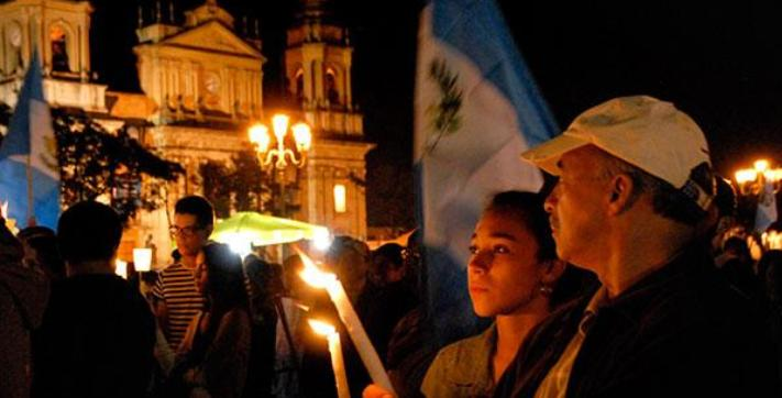 Protesters marched from the Supreme Court building to the presidential palace in Guatemala City to demand President Pérez Molina step down.
